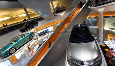 Besøg Mercedes i Stuttgart – og nap en Porsche med